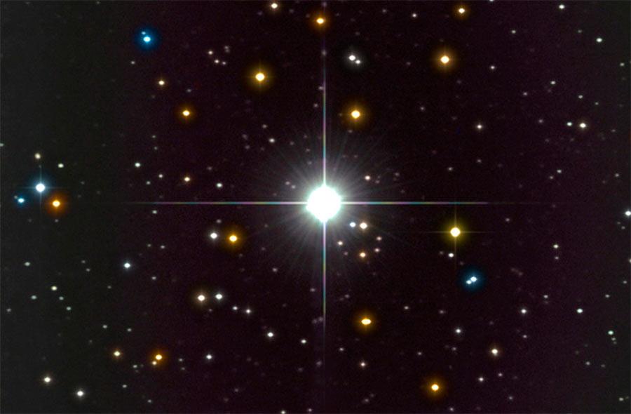 Вспышка новой звезды V339 в созвездии Дельфина. Звезда открыта 14 августа 2013 года астрономом-любителем Коити Итагаки