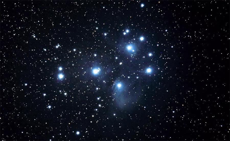 Созвездие Плеяд в старину носило название Стожар