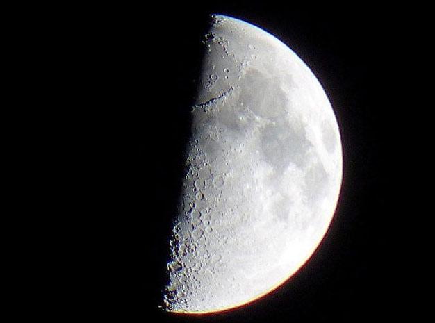 Вид Луны в самый обычный «охотничий» бинокль 10х50