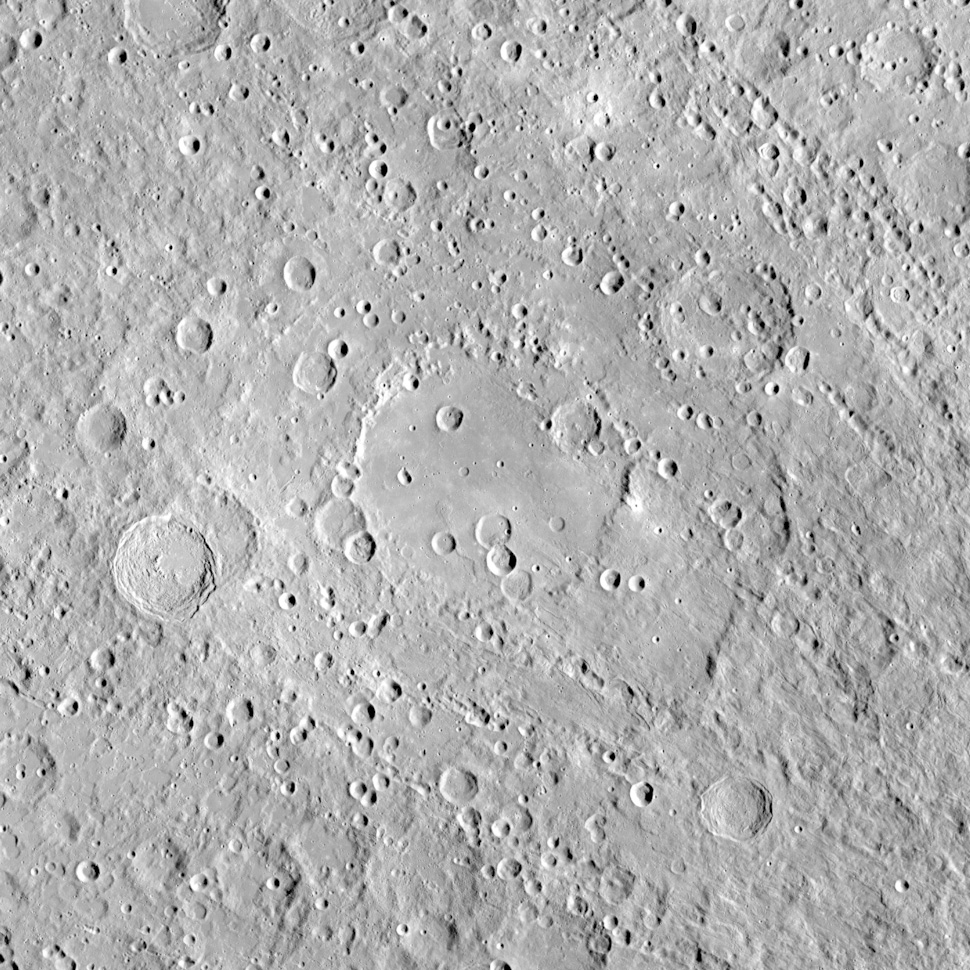 Гигантский кратер Герцшпрунг на Луне (диаметром 570 км) - типичный талассоид.