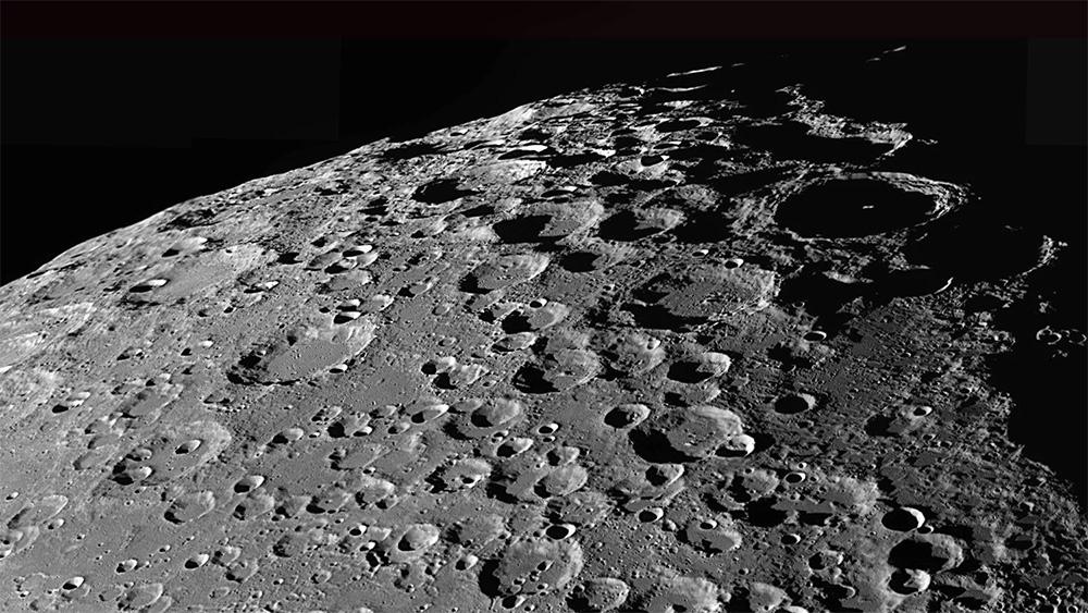 Над метеоритными кратерами Луны время почти не властно - там нет атмосферы, ветра и воды