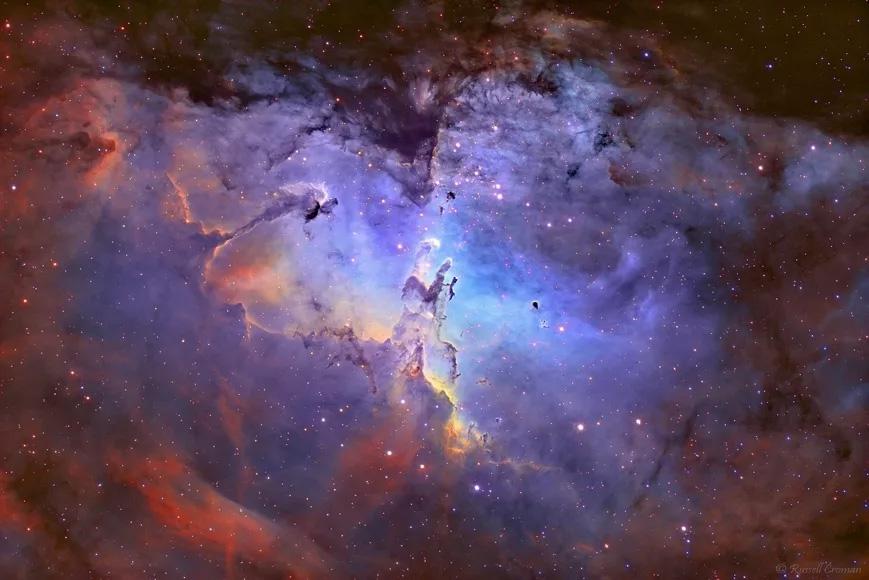 Туманность Орла кажется нам такой величественной только из-за отделяющего нас от неё расстояния.