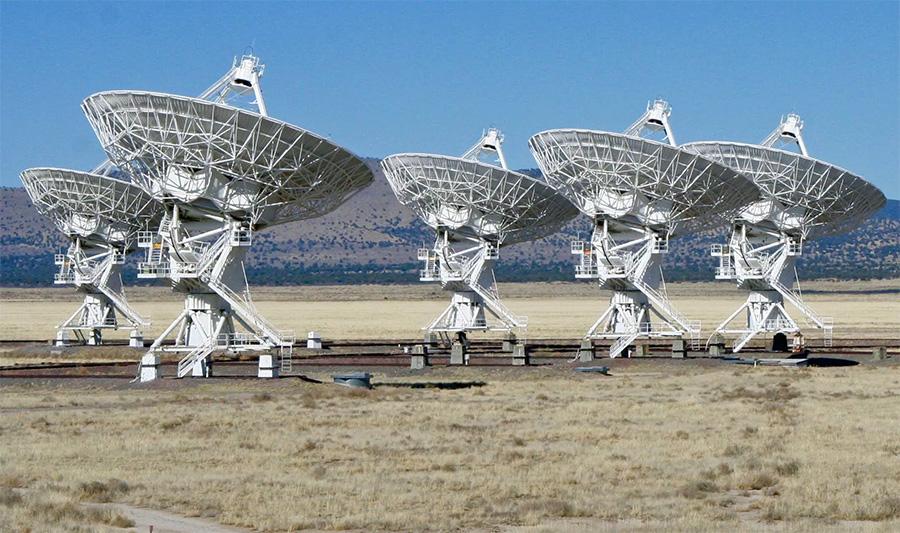 Радиотелескопы без перерыва «сканируют» космос и ловят «эхо» своих сигналов отраженное от космических объектов