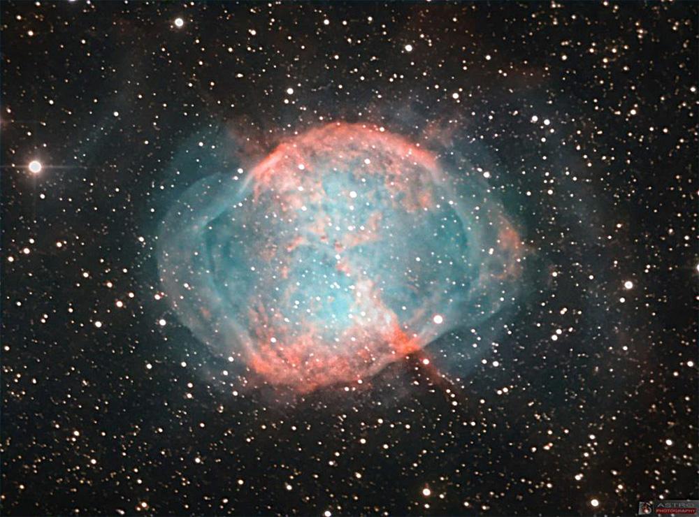 Планетарная туманность М27 Гантель: яркий «пузырь» - сброшенная оболочка звезды