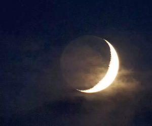 Почему на небе видна даже не освещенная Солнцем часть Луны?