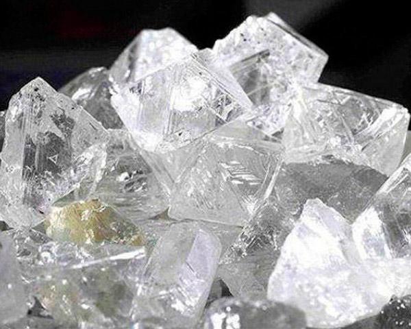 Неограненный алмаз, драгоценный камень