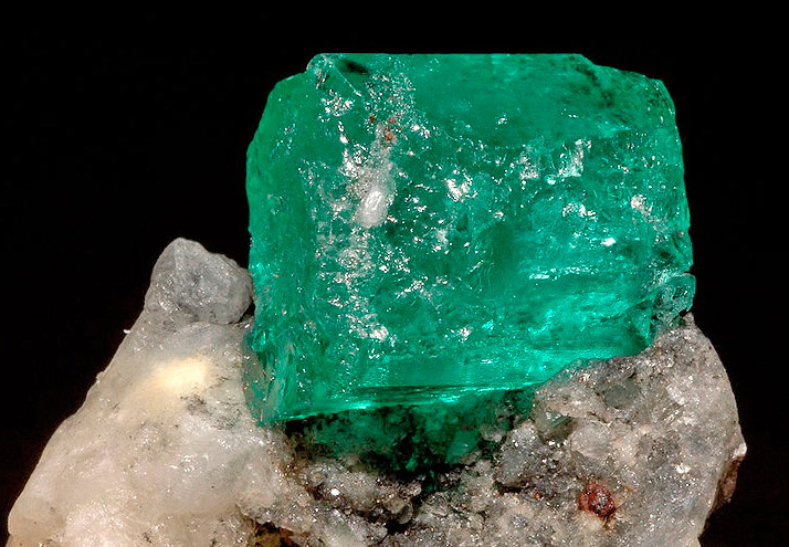 бериллы - драгоценные минералы и камни