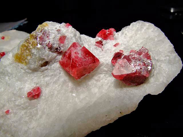 Кристаллы шпинели