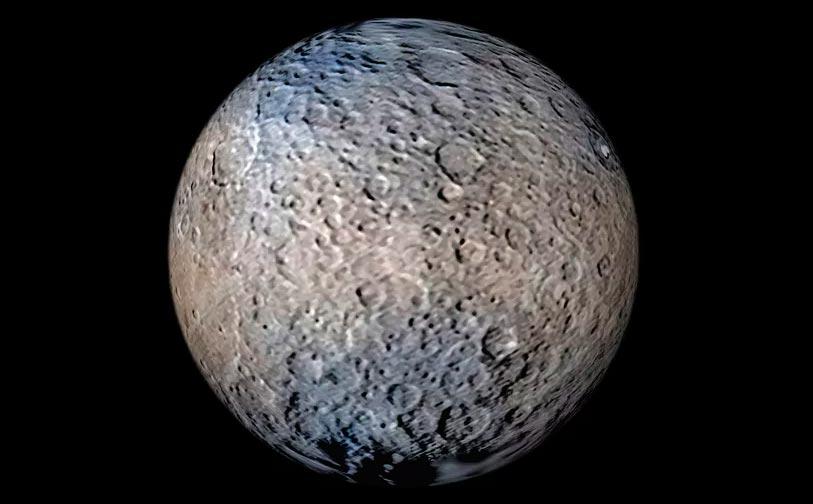Астероид Церера слишком велик для «классического» астероида, поэтому под действием силы тяжести смог принять шарообразную форму
