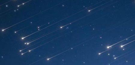 Наблюдение метеорных потоков - метеорные дожди: персеиды, леониды, Андромедиды, Ориониды. Следы комет в ночном небе.