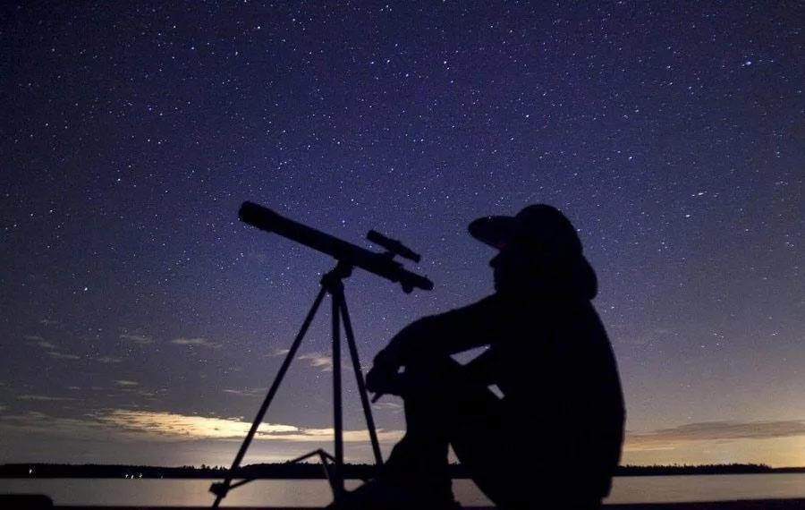Опытные «звездные наблюдатели» знают - лучшая позиция для наблюдения всегда находится рядом с озером