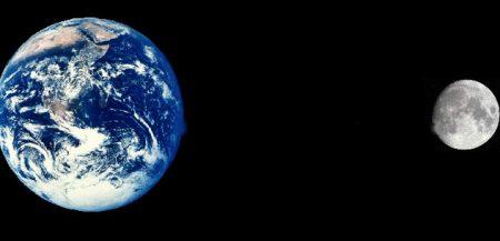 Сравнительные размеры Земли и Луны и расстояние их разделяющее