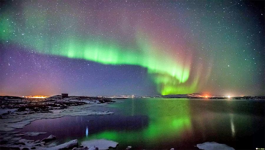 Глядя на красоту полярных сияний, трудно поверить, что эти всполохи - видимый признак солнечного ветра и магнитосферы Земли