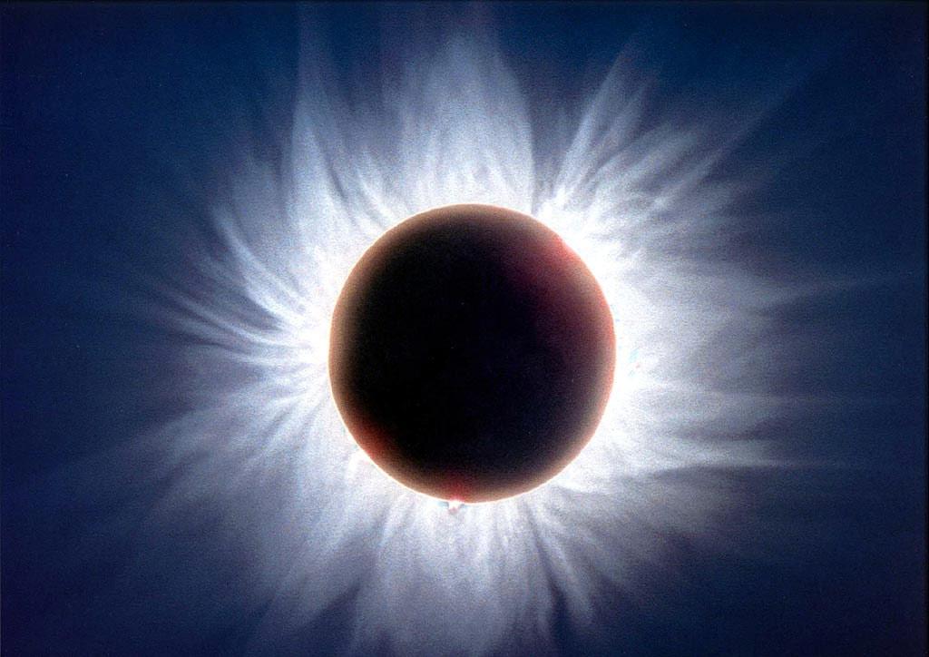 Солнечная корона во всей красе видна только по время солнечных затмений
