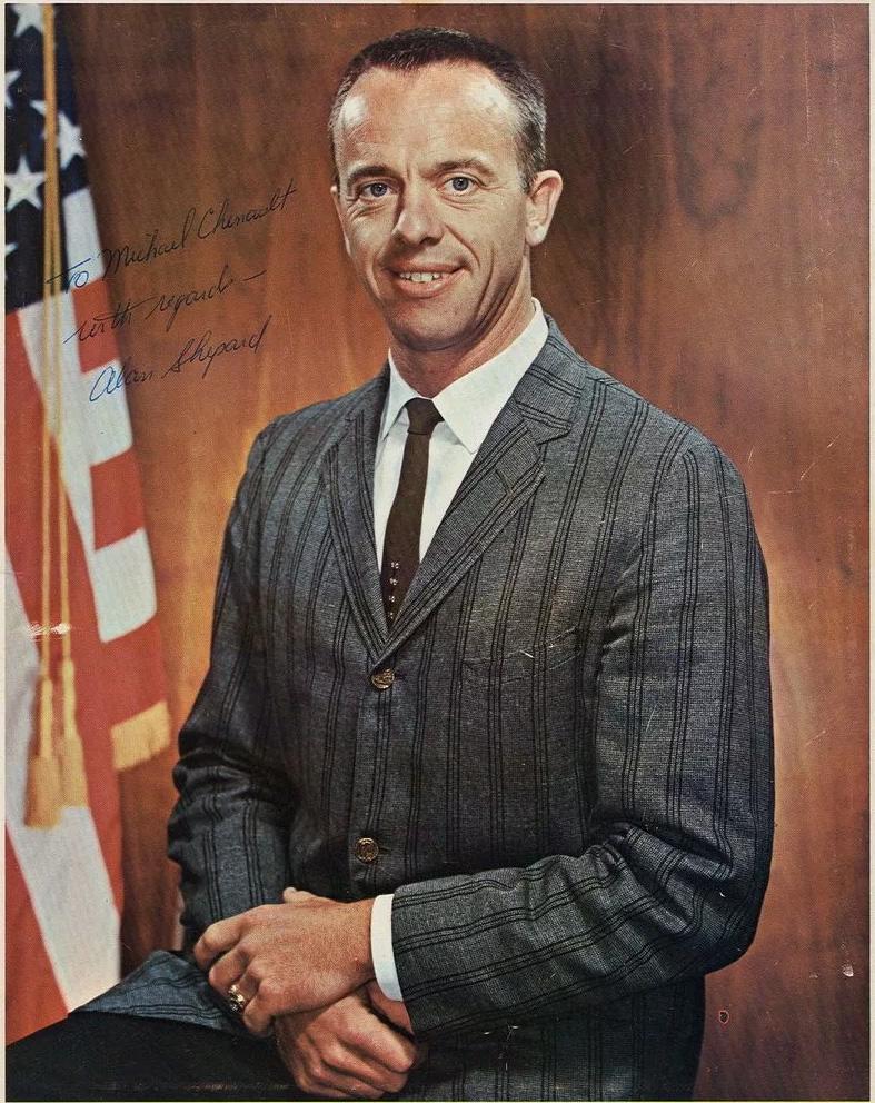 Астронавт Алан Шепард - первый американец в космосе, стартовал через 25 дней после Юрия Гагарина