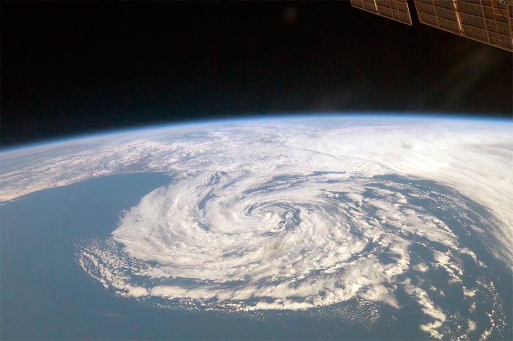 Когда человечество научилось делать правильные погодные прогнозы? Только с появлением сети метеорологических спутников Земли