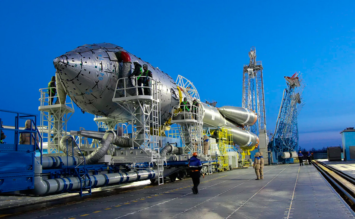 Работы на ракете-носителе на космодроме