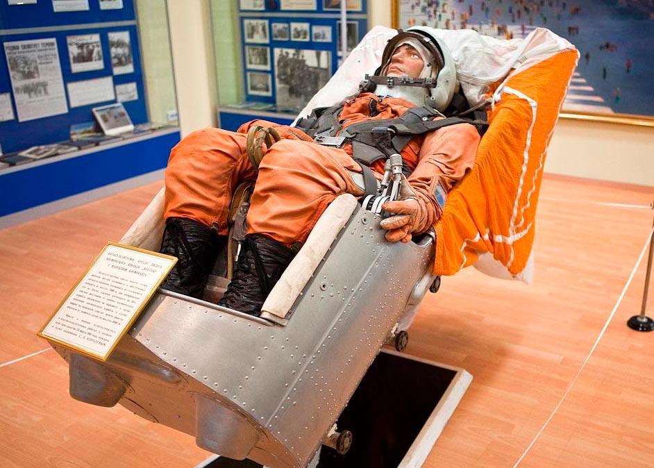 А вот и «Иван Иванович» - тот самый космический манекен, который на первых порах заменял настоящего космонавта
