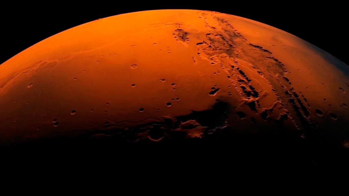 Марс - загадочная красная планета многие столетия приковывает взгляды землян
