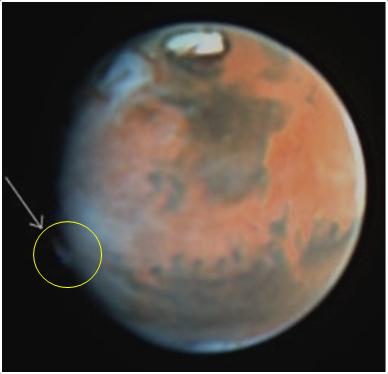 Очень странное атмосферное образование на Марсе, заснятое заснятое космическим телескопом «Хаббл» 17 мая 1997 года.