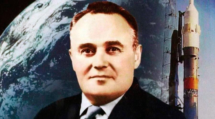 Сергей Королев и ракета Р-7