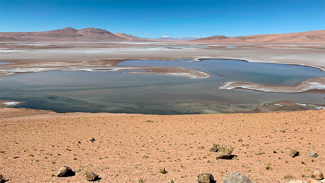 Иллюстрация того как могло выглядеть озеро в кратере Гейла в последние годы своего существования