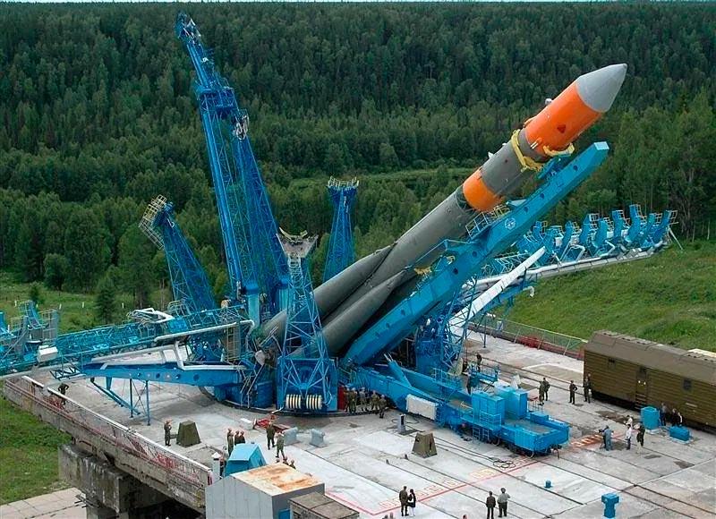 Ракета-носитель среднего класса «Молния-М» готовится к старту. Тоже потомок Р-7