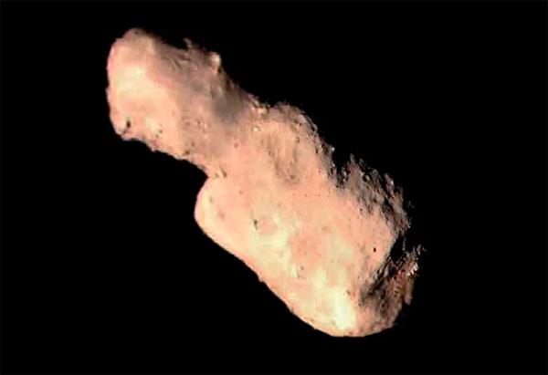 Астероид Таутатис напоминает картошку и не такой уж большой по размерам (примерно 5 км), но все же потенциально опасен для нашей планеты