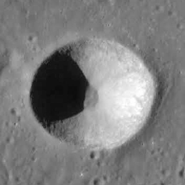 Кратер Био на Луне