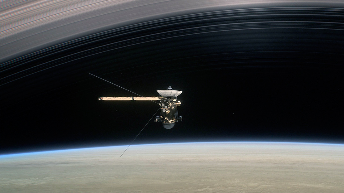 Зонд «Кассини» над поверхностью Сатурна
