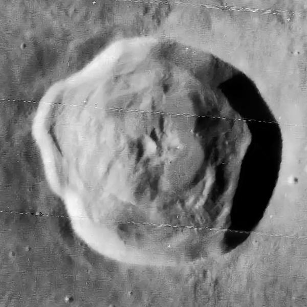 кратер Триснеккер на Луне