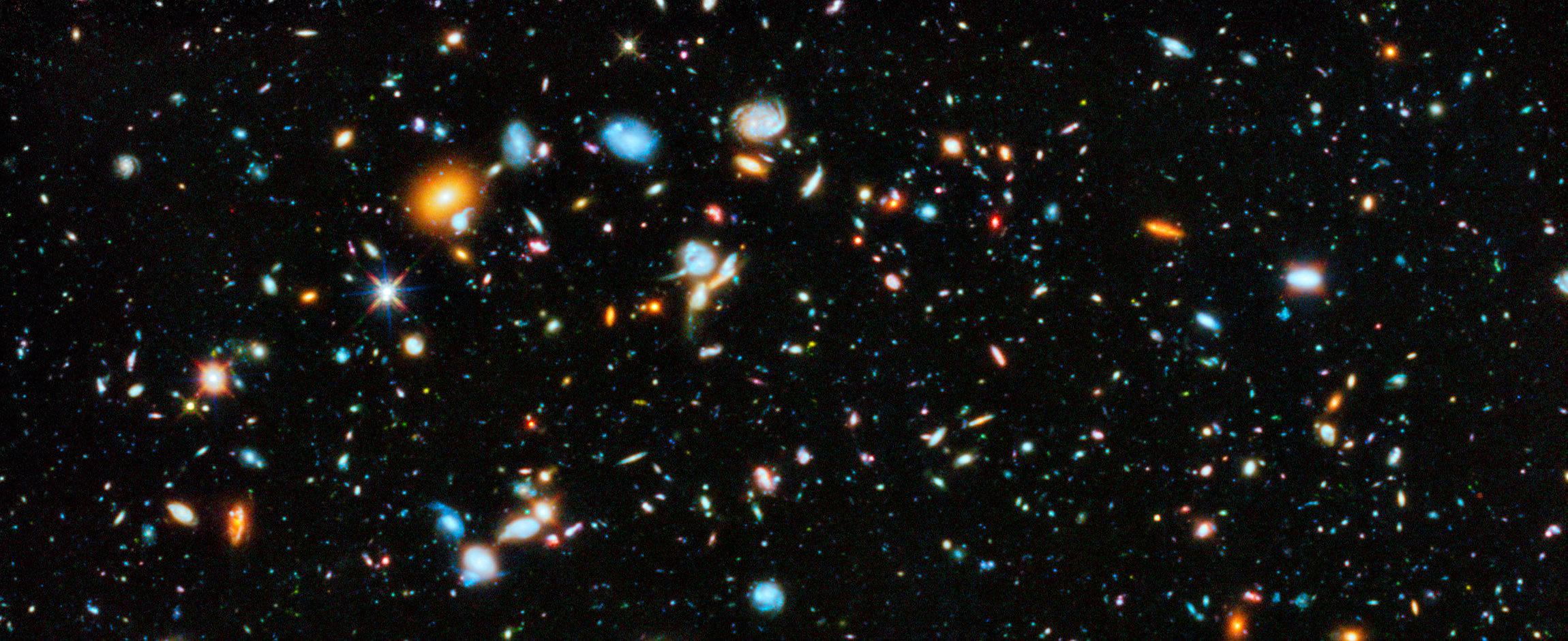 Участок сверхглубокого поля Хаббла (HUDF) показывает просто невероятное количество галактик