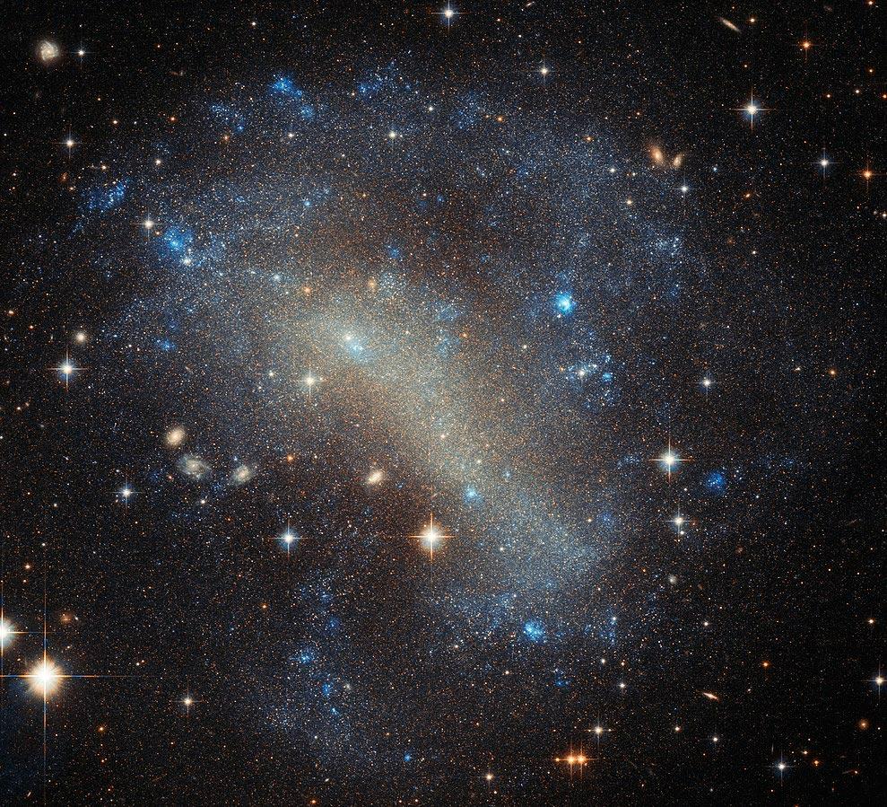 Неправильная галактика IC 4710 в созвездии Павлина