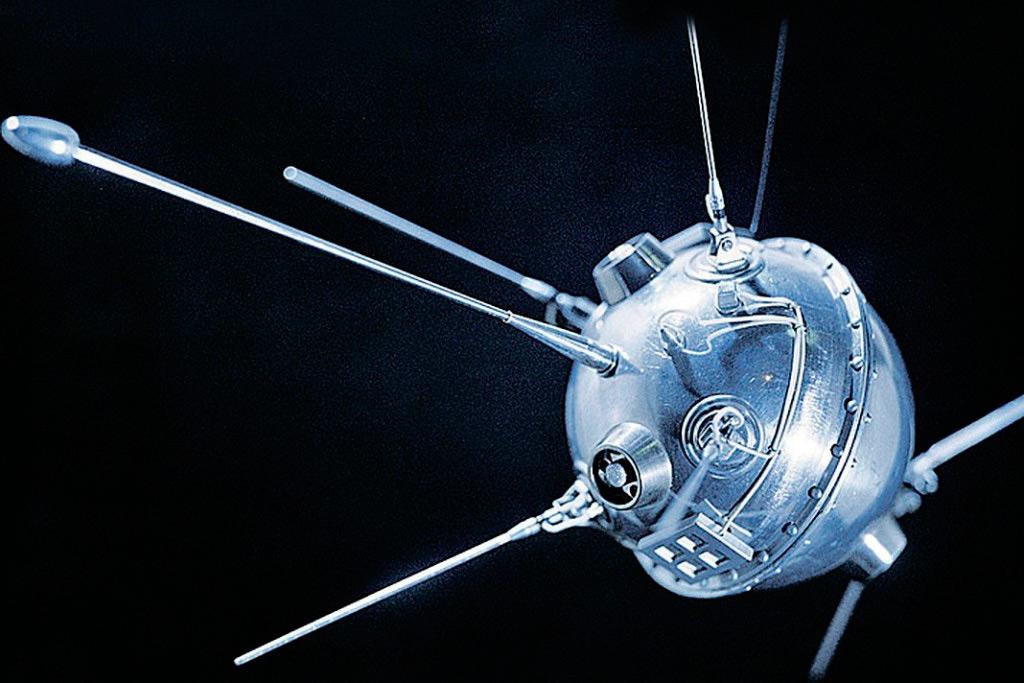 Луна-1, первая серия советских исследовательских аппаратов направленных к Луне