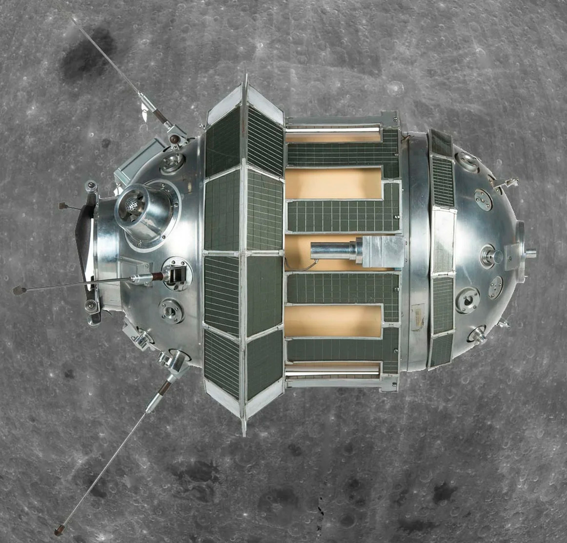 Луна-3: именно такая станция впервые сфотографировала и передала на Землю обратную сторону Луны