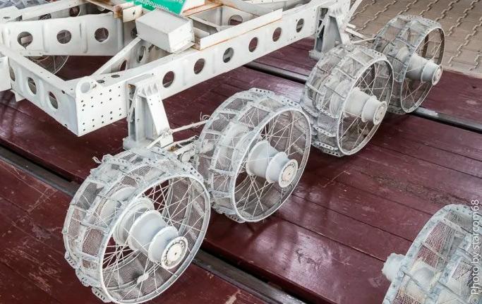 Почему у лунохода именно 8 колес на борт
