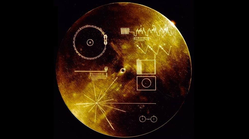 Та самая «золотая пластинка» с корпуса «Вояджера-1». Однажды её может найти другая цивилизация