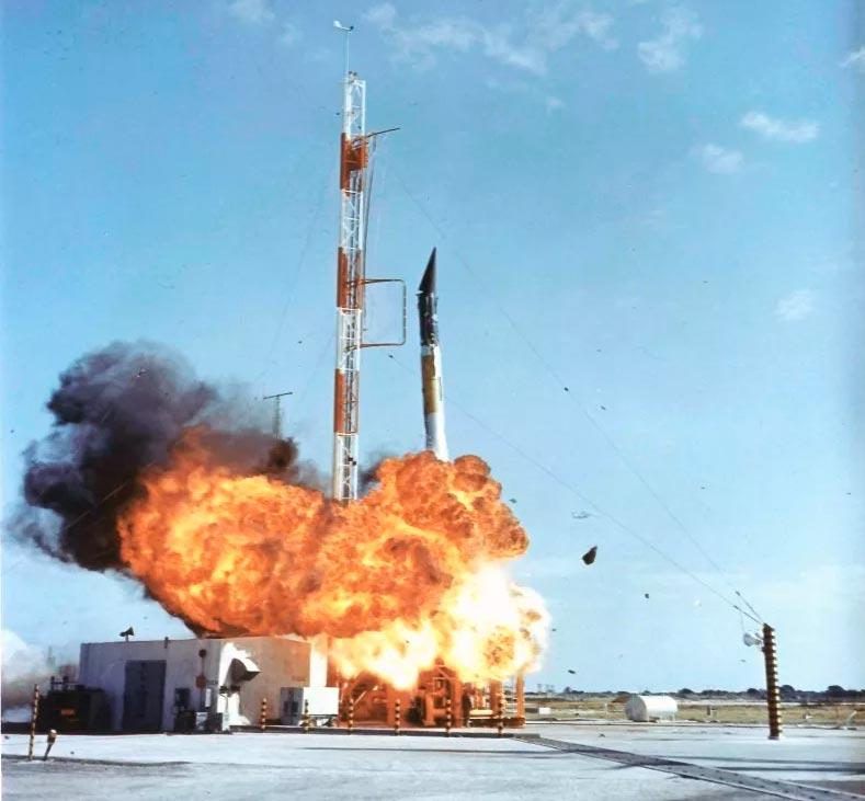 Взрыв американской ракеты Авангард TV 3