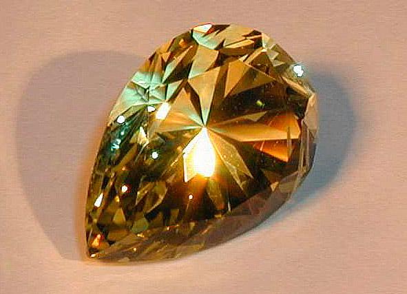 Драгоценный камень Хризоберилл, золотой камень