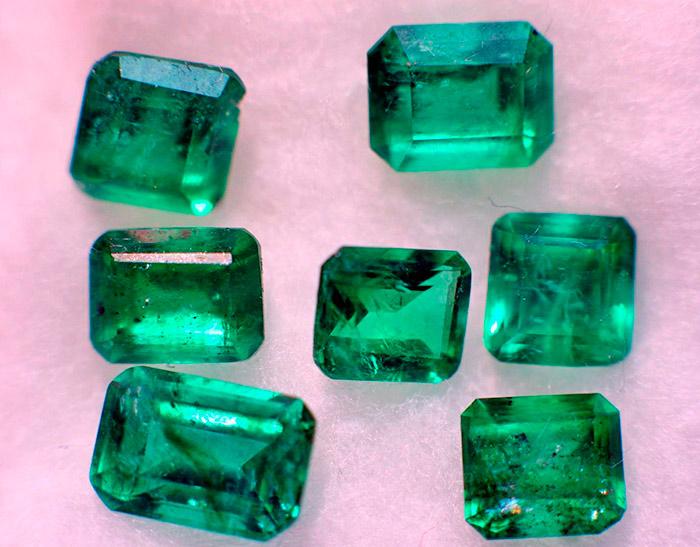 Изумруды - одни из немногих камней имеющих собственный вид огранки - изумружную