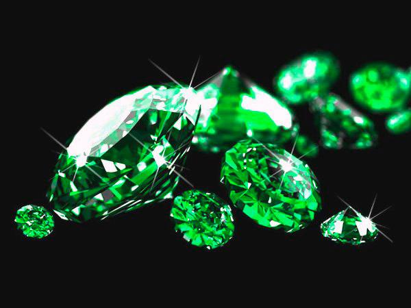 Драгоценный зеленый камень Изумруд