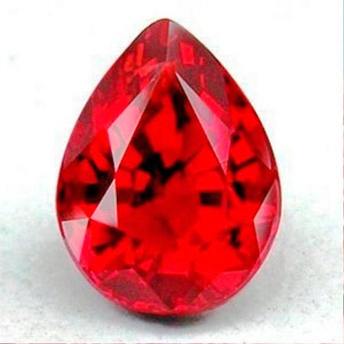 Красный корунд - рубин, ценится иногда дороже алмаза