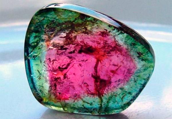 Драгоценный камень турмалин